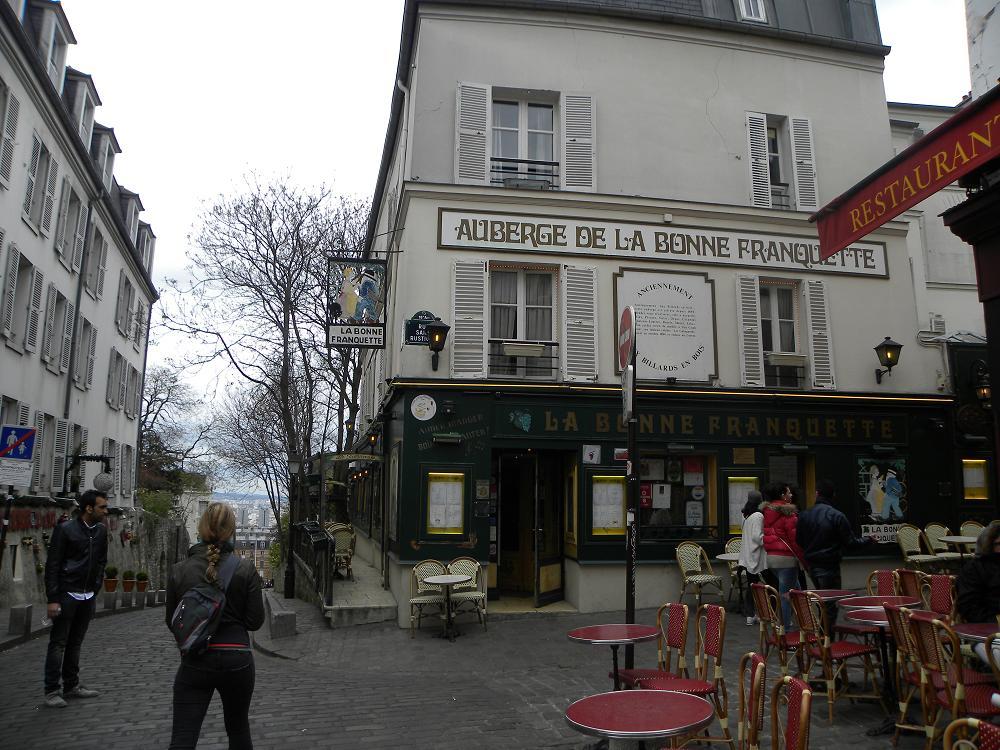Vacan la paris 9 lucruri inedite despre cartierul for Miroir restaurant montmartre