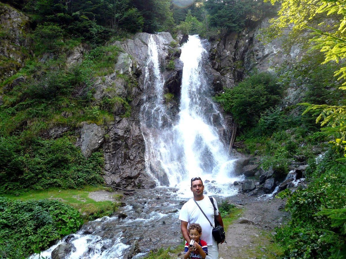 Rom nia frumoas cascada v rciorog arie eni vacante for Cascada par