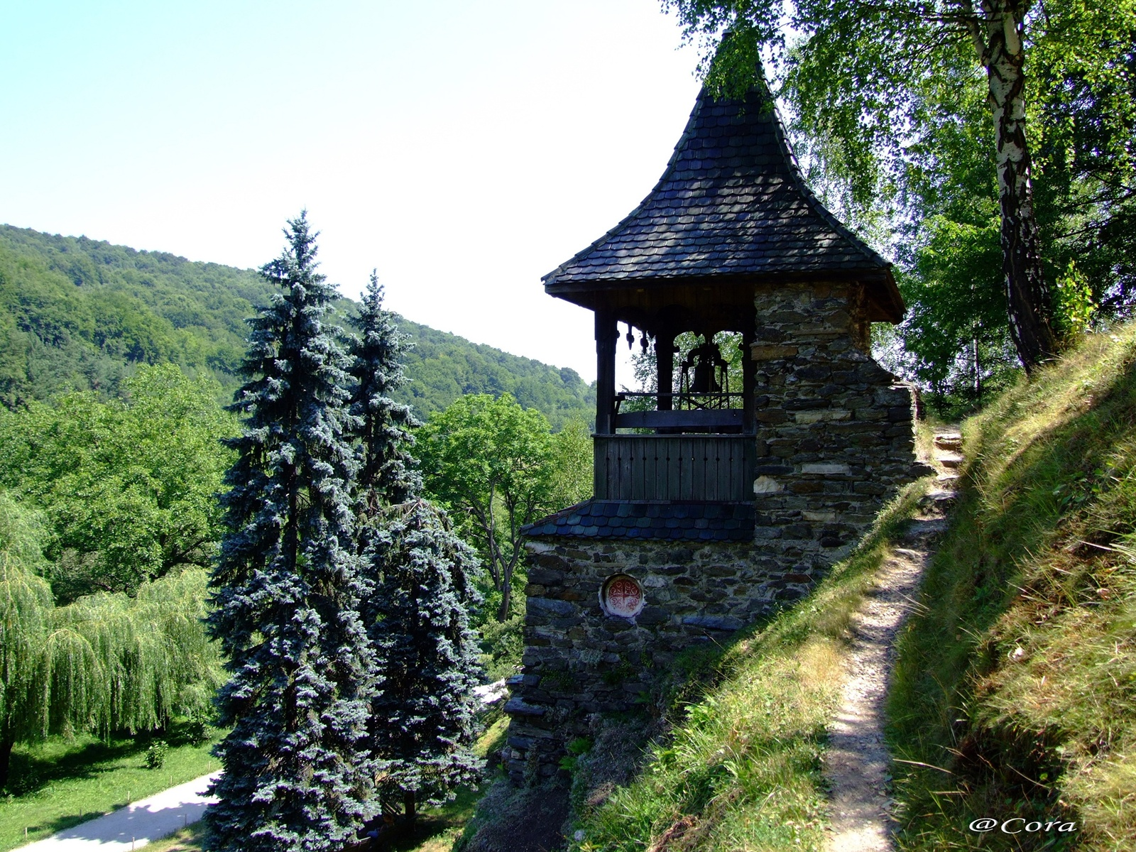 Romania Frumoasă Mănăstirea Prislop Colțul De Rai Al Părintelui